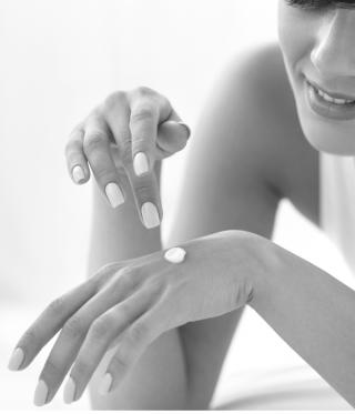 Zabiegi na dłonie i stopy – Velvet Hands